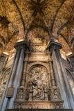 Gravvalv av Alonso de Madrigal inom den Avila domkyrkan, Spanien Arkivfoto