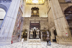Gravvalv av Cristoforo Colombo i den Seville domkyrkan, Andalusia, arkivbilder
