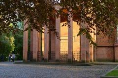 Gravvalv av filosofen Immanuel Kant Kaliningrad royaltyfri bild
