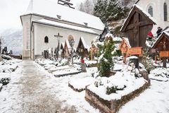Gravvalv av kristen i Hallstatt hesitagestad 4000 år i Österrike royaltyfri foto