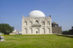 Gravvalv av Mujahid Shah, skaftGumbaz komplex, Gulbarga, Karnataka arkivfoton