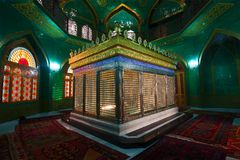 Gravvalv av Ukeimaen-khanum i den Shiite moskén Bibi-Heybat _ fotografering för bildbyråer