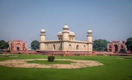 Gravvalv för Itmad-Ud-Daulah ` s - Agra, Indien Royaltyfri Fotografi
