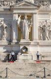 Gravvalv till den okända soldaten på den nationella monumentet av Vittorio Emanuele II i Rome Arkivbild