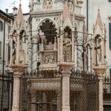 Gravvalvet av Cansignorio, en av fem gotiska Scaliger gravvalv eller Arche Scaligeri, i Verona Royaltyfria Foton