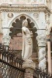 Gravvalvet av Cansignorio, en av fem gotiska Scaliger gravvalv eller Arche Scaligeri, i Verona Arkivfoton