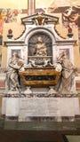 Gravvalvet av Galileo Galilei i den Santa Croce basilikan i florence arkivbild