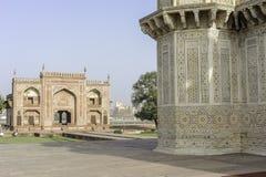 Gravvalvet av Itimad-ud-Daulah eller behandla som ett barn Taj i Agra, Indien Royaltyfria Foton