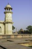 Gravvalvet av Itimad-ud-Daulah eller behandla som ett barn Taj i Agra, Indien Royaltyfri Bild