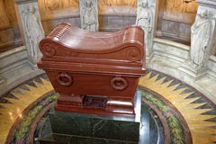 Gravvalvet av Napoleon Bonaparte Sten Louis Cathedral Invalides Arkivfoton