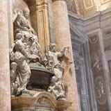 Gravvalvet av oskyldiget XII i Sts Peter basilika vatican rome Arkivbild