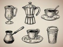 Gravyr för kaffeuppsättning Latte turken, kaffekrukan, kopp med kaffe, papp skissar stil också vektor för coreldrawillustration Arkivfoto