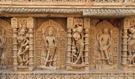 Gravyrer på Rani Ki Vav arkivfoton