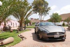 Gray Aston Martin Vanquish kupé på söder av Lima Arkivbilder