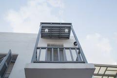 Gray Balcony, Tür und Fenster Stockfoto