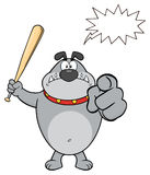 Gray Bulldog Cartoon Mascot Character fâché tenant une batte et un pointage Photos libres de droits