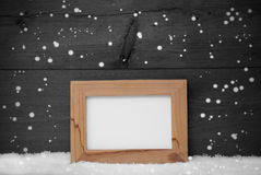 Gray Christmas Card With Picture-Rahmen, Schneeflocken, Kopien-Raum Stockbilder