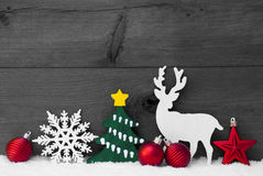 Gray Christmas Decoration, Rendier, Sneeuw, Groene Boom, Ballen Stock Foto