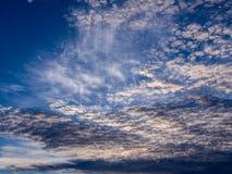 Gray Clouds ondulado blanco imagen de archivo