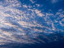 Gray Clouds ondulado blanco Fotos de archivo libres de regalías