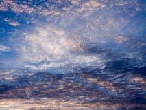 Gray Clouds ondulado rojo foto de archivo libre de regalías