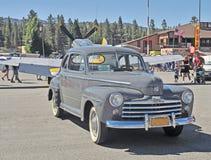 Gray Ford Sedan de após-guerra Fotografia de Stock Royalty Free