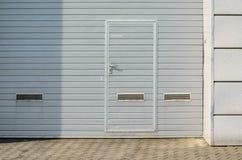 Gray Garage Gate Photographie stock libre de droits