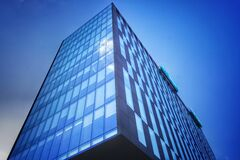 Gray High Rise Building Royalty Free Stock Photography