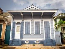 Gray House im französischen Viertel lizenzfreies stockfoto