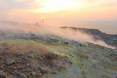 Gray Hydrogen Volcano et Volcano Craters sur l'île de Vulcano, Lipari, Italie Coucher du soleil, gaz, soufre, paires toxiques, év images libres de droits