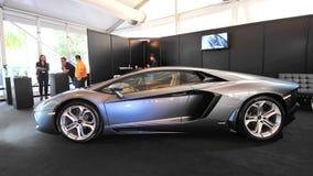 Gray Lamborghini Aventador en la exhibición durante la demostración del yate de Singapur en un grado 15 Marina Club imagen de archivo libre de regalías