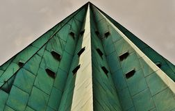 Gray Pyramid Skyscraper Under a Gray Overcast Sky Royalty Free Stock Photography