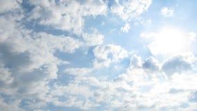 Gray Rain Clouds ziehen in den Himmel um Timelapse stock footage