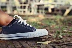 Gray Sneakers - accesorios y usable (zapatillas de deporte) Imagenes de archivo