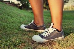 Gray Sneakers - accesorios y usable (zapatillas de deporte) Foto de archivo