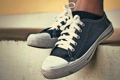Gray Sneakers - accesorios y usable (zapatillas de deporte) imagen de archivo libre de regalías