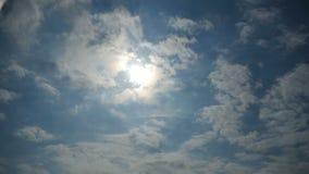 Gray Storm Clouds sta muovendo nel cielo Lasso di tempo archivi video