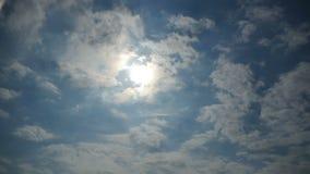 Gray Storm Clouds ziehen in den Himmel um Geschossen auf Kennzeichen II Canons 5D mit Hauptl Linsen stock video