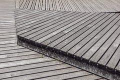 Gray Weathered Wood Deck Planks punto del passaggio pedonale immagine stock libera da diritti