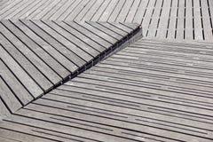 Gray Weathered Wood Deck Planks punto del passaggio pedonale immagine stock