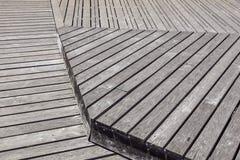 Gray Weathered Wood Deck Planks punto del passaggio pedonale immagini stock libere da diritti