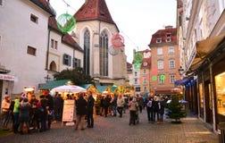 GRAZ ÖSTERRIKE - DECEMBER 17 , 2017: Jul dekorerade staden av Graz under December Arkivfoton