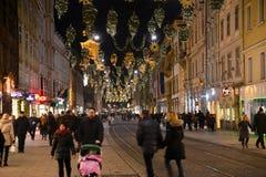 GRAZ ÖSTERRIKE - DECEMBER 17 , 2017: Jul dekorerade staden av Graz under December Arkivfoto