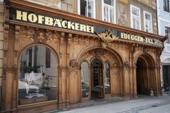 GRAZ, AUSTRIA: Edegger-impuesto de Hofbäckerei, la panadería más vieja en Graz, Austira, Estiria, Europa, junio de 2017 Imagen de archivo