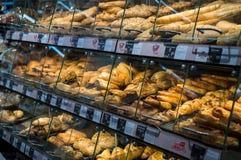 Graz, Oostenrijk - Juni tiende 2017 - Fresly bakte gebakje in een Billa stock fotografie