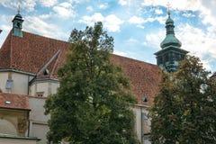 Graz _ Sikt av kyrkan av St Catherine och det kyrkliga tornet i Graz royaltyfri foto