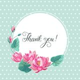 Grazie, l'iscrizione della mano con i fiori di loto rosa e la struttura fotografia stock libera da diritti