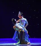 grazioso-mattina posteriore dante un'occhiata nella danza popolare di foresta-cinese Fotografia Stock