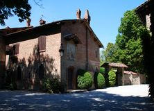 Grazzano Visconti, rekonstruktion av en medeltida by, fritt tilltr?de, i landskapet av Piacenza, Italien arkivbilder