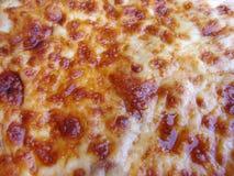 greasy pizza för ost royaltyfri bild